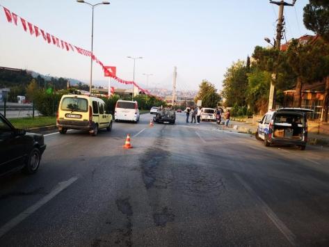 Devrilen otomobildeki baba ve oğlu yaralandı