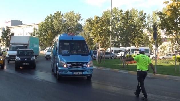 Maskeyi koluna takan minibüs şoförüne 900 lira ceza