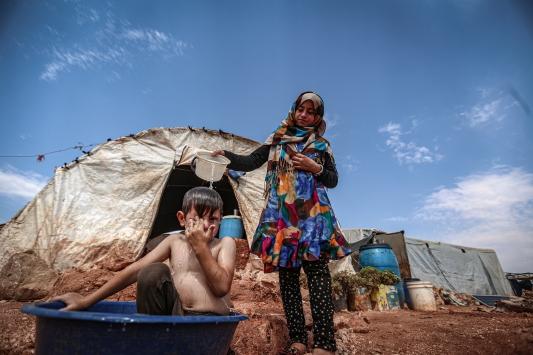 İdlib kamplarındaki siviller, kavurucu sıcaklarla mücadele ediyor