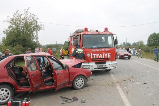 Samsunda iki otomobil çarpıştı: 1 ölü, 5 yaralı