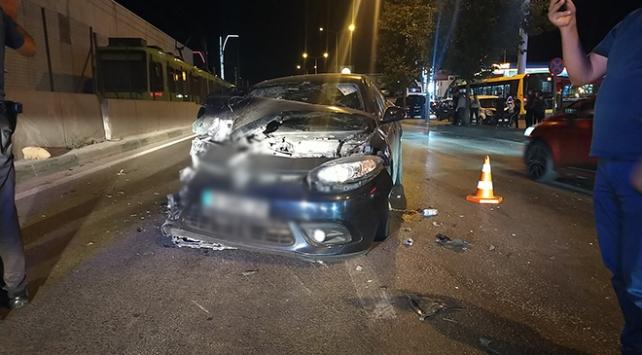Bursada otomobil minibüse çarptı: 6 yaralı