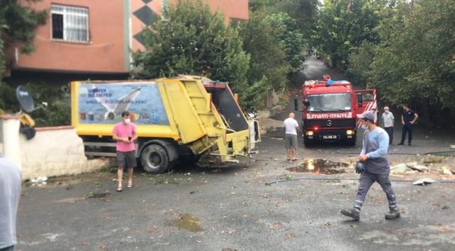 Sarıyerde freni boşalan çöp kamyonu evin bahçesine girdi