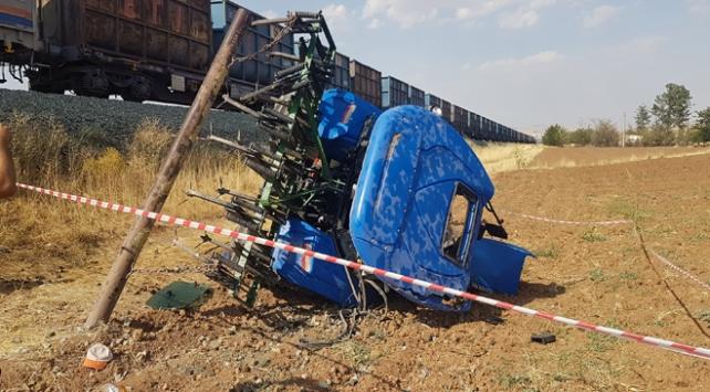Elazığda hemzemin geçitte kaza