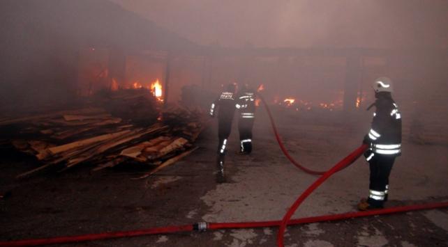 Yozgatta kereste fabrikasında yangın
