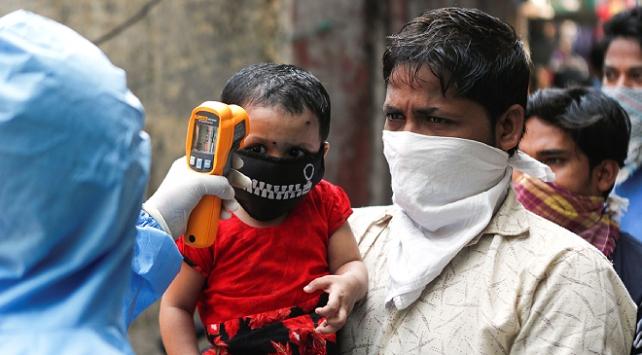 Hindistanda 1 günde 90 binden fazla koronavirüs vakası görüldü