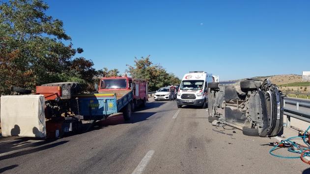 Manisada traktör ile otomobil çarpıştı: 1 ölü, 1 yaralı