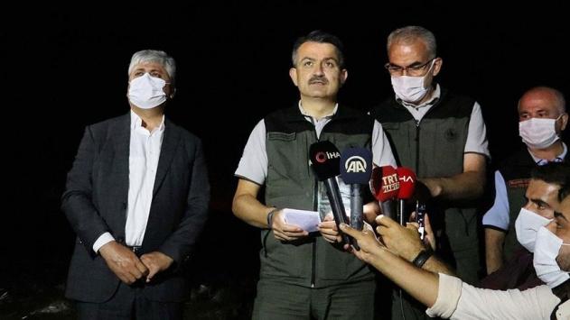 Bakan Pakdemirli: 24 orman yangınının 13ü kontrol altına alındı, 8i söndürüldü