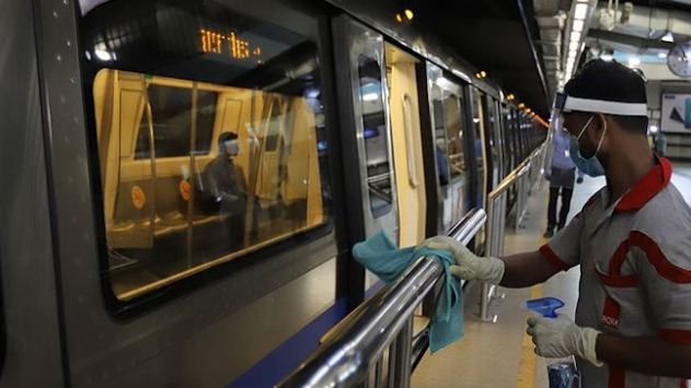 Hindistan salgına rağmen ülkenin en işlek metro ağını hizmete açtı