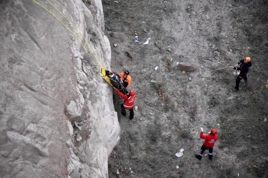 Özçekim yaparken kayalıklardan düşen genç hayatını kaybetti