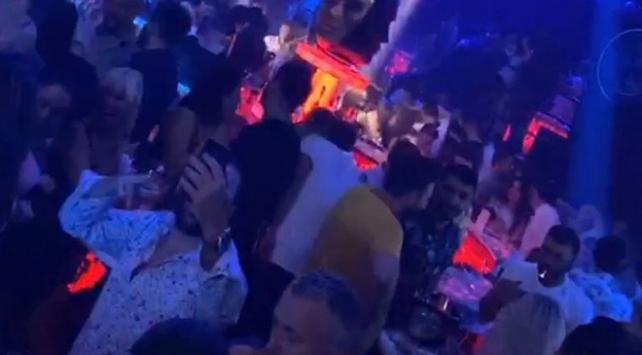 İstanbuldaki gece kulüplerinde COVID-19 tedbirleri hiçe sayıldı