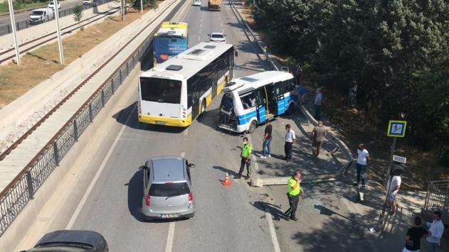 Bursada halk otobüsü yolcu minibüsüne çarptı