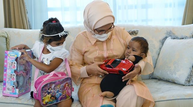 Emine Erdoğan, Muhammed bebek ve ailesini Külliyede ağırladı