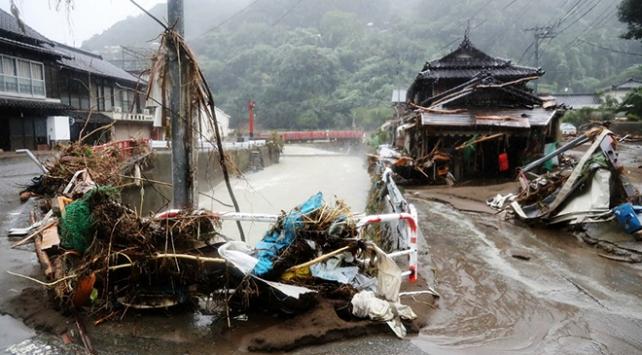 Japonyayı Haişen tayfunu vurdu: 2 ölü, 100den fazla yaralı
