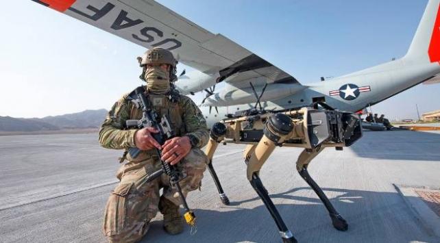 ABD ordusu üs güvenliği için robot köpekleri test etti