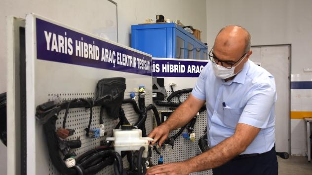 Türkiyenin Otomobiline eleman yetiştirecek okulda eğitim başlıyor