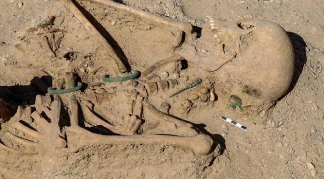 Vanda takılarıyla gömülmüş Urartulu kadın mezarı bulundu
