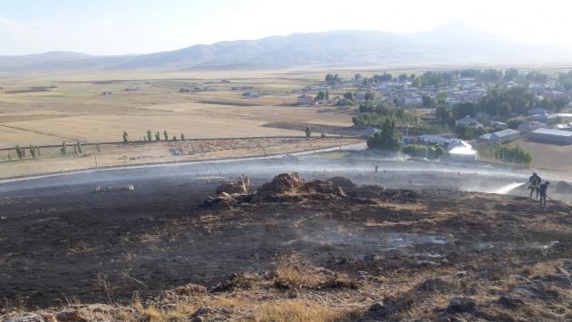 Özalpta mezarlıkta çıkan yangın 2 saatte kontrol altına alındı
