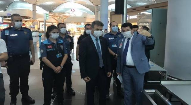 İstanbul Havalimanında COVID-19 denetimi