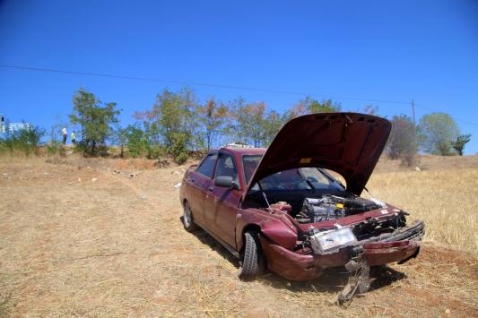 Kastamonuda tarlaya devrilen otomobildeki 5 kişi yaralandı