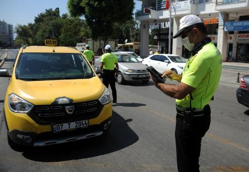 Antalyada Kovid-19 tedbirleri kapsamında otobüs ve taksiler denetlendi