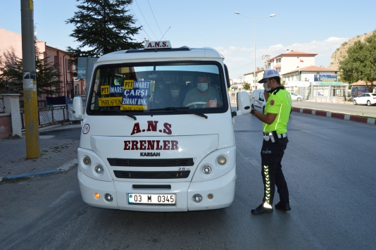 Afyonkarahisarda Kovid-19 tedbirleri kapsamında halk otobüsleri ve minibüsler denetlendi