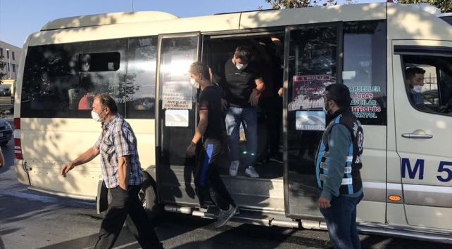 İstanbulda 33 yolcu taşıyan minibüsçüye ceza kesildi