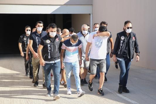 Antalyada salça kovalarıyla uyuşturucu sevkiyatı yaptıkları belirlenen 8 şüpheli yakalandı