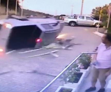Bodrumda iki kişinin yaralandığı trafik kazası güvenlik kamerasında