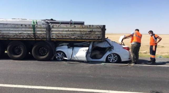 Konyada otomobil tıra arkadan çarptı: 1 ölü, 4 yaralı