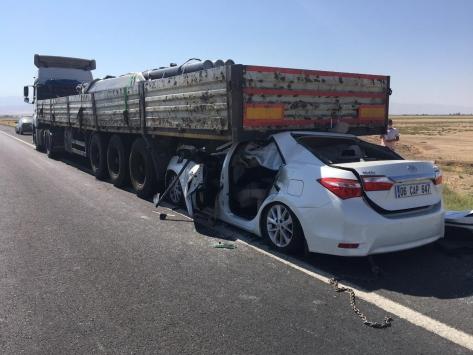 Konyada otomobil, tıra arkadan çarptı: 1 ölü, 4 yaralı