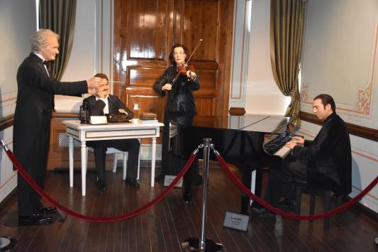 Yılmaz Büyükerşen Balmumu Heykeller Müzesi Tekirdağda açıldı