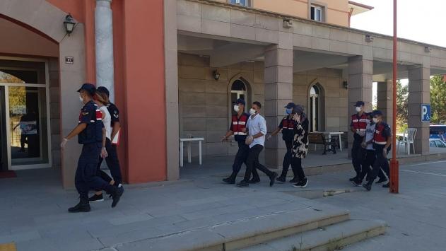 Kırşehirde Kovid-19 dezenfektesi bahanesiyle girdikleri evi soyan zanlılar tutuklandı