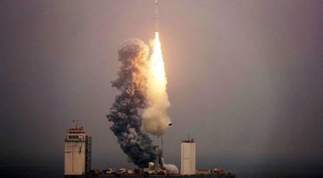 """Çinin """"yeniden kullanılabilir"""" uzay aracı Dünyaya döndü"""
