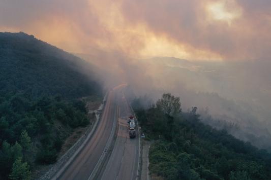 Bursada orman yangınına müdahale ediliyor