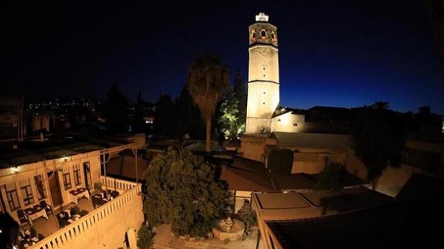 Şanlıurfa'da 3 dine ev sahipliği yapan tarihi Ulu Cami ışıklandırıldı
