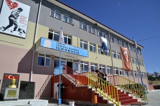 Öğretmenler okullarını öğrencilerine hazırlıyor