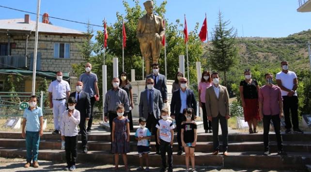PKKnın 26 yıl önce Tuncelide şehit ettiği öğretmenler anıldı