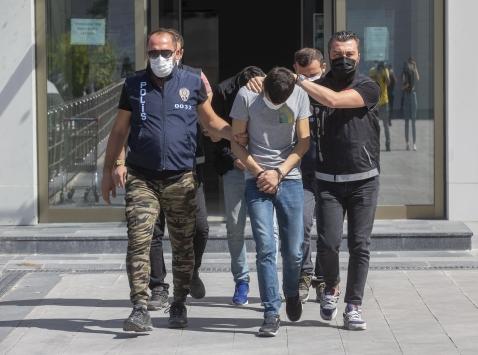 Ankarada çok sayıda ruhsatsız silah taşıyan 2 şüpheli yakalandı