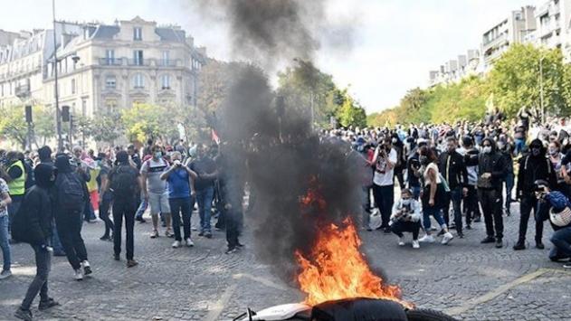 Fransada aylar sonra düzenlenen sarı yeleklilerin gösterilerinde olaylar çıktı