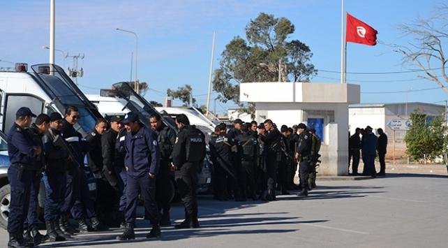 Tunusta Ras Cedir Sınır Kapısı trafiğe kapatıldı