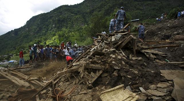 Nepalde toprak kayması: 6 ölü, 26 kayıp