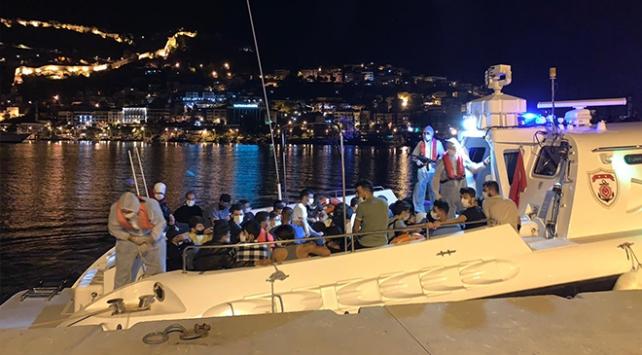 Antalyada bir teknede 120 sığınmacı yakalandı