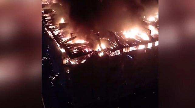 Rusyada apartman blokunda yangın: 88 daire zarar gördü