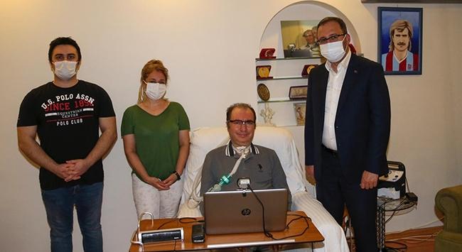 Bakan Kasapoğlu eski futbolcu İsmail Gökçeki ziyaret etti
