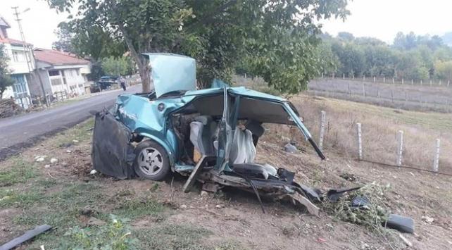 Otomobilin ikiye bölündüğü kazadan sağ kurtuldu