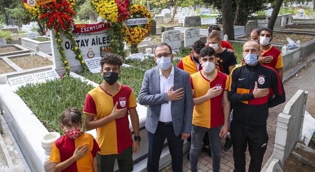 Bakan Kasapoğlu Metin Oktayı kabri başında andı
