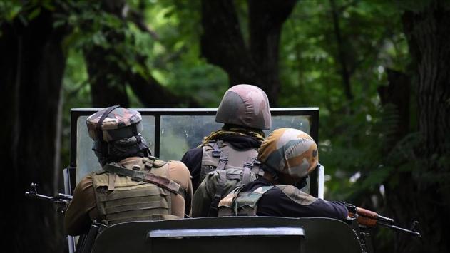 Keşmirde Hint askerlerinin açtığı ateş sonucu bir kız çocuğu öldü