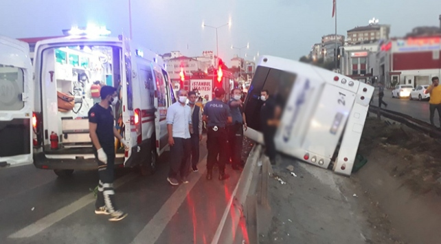 İstanbulda yolcu otobüsü devrildi: 9 yaralı