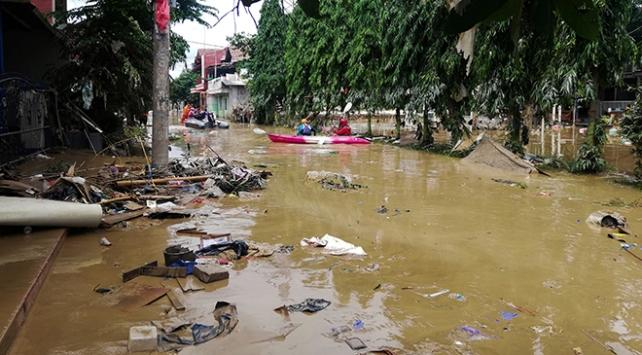Endonezyada sel felaketi: Binlerce ev sular altında kaldı, 1 kişi öldü