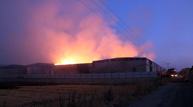 Kahramanmaraşta fabrika yangını: 24 saatlik çalışmayla söndürüldü